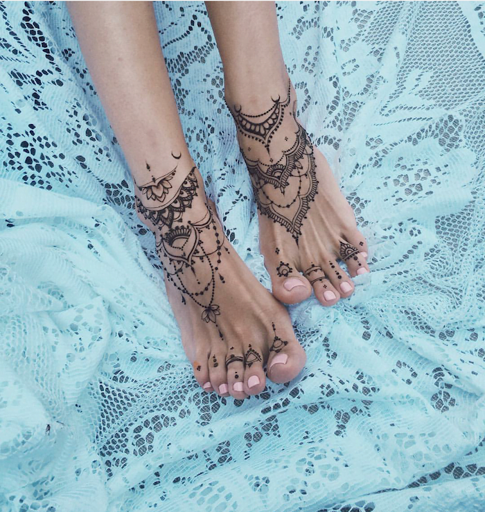 Draping Lines of Patterns on Feet and Ankles